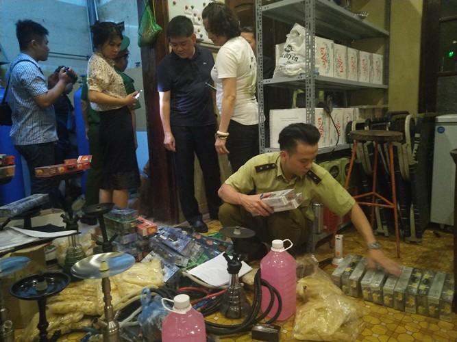 Hà Nội: Truy quét các quán bar trong đêm, tịch thu gần 10 nghìn quả bóng cười - Ảnh 1