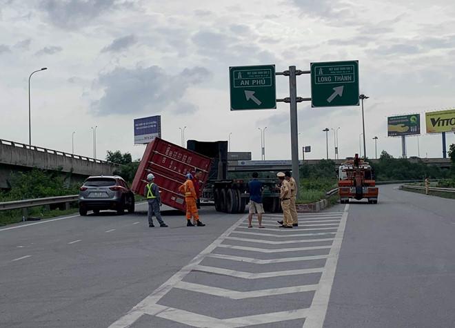 Tin tức tai nạn giao thông mới nhất hôm nay 3/7/2019: Xe khách lao xuống vực, 2 người tử vong - Ảnh 4