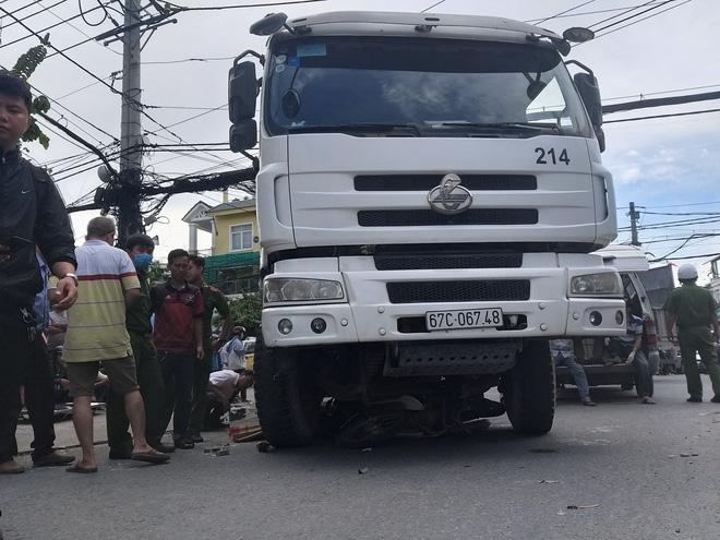 Tin tức tai nạn giao thông mới nhất hôm nay 21/7/2019: Xe trộn bê tông cán tử vong nữ sinh 19 tuổi - Ảnh 1