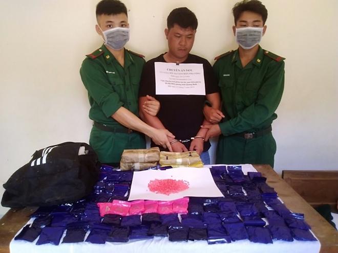 Quảng Bình: Tóm gọn đối tượng người Lào vận chuyển hơn 24 nghìn viên ma tuý về Việt Nam - Ảnh 1
