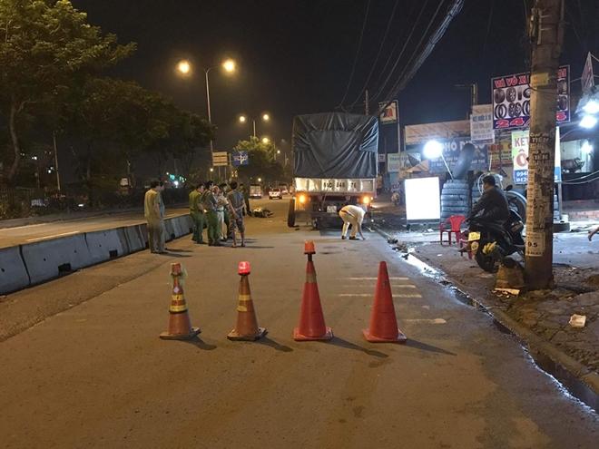Tin tức tai nạn giao thông mới nhất hôm nay 22/7/2019: Xe khách đâm dải phân cách lật nghiêng trên quốc lộ - Ảnh 3