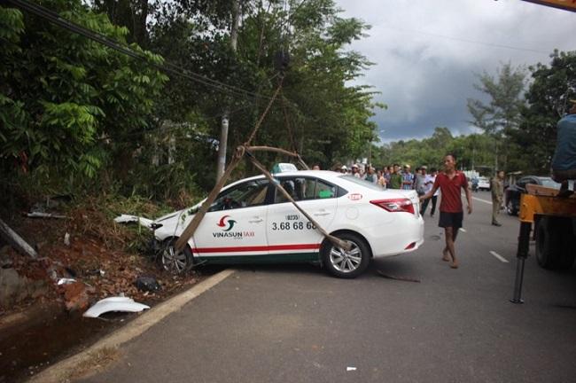 Tin tức tai nạn giao thông mới nhất hôm nay 23/7/2019: Taxi tông xe máy, hai cô cháu tử vong thương tâm - Ảnh 1
