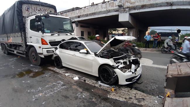 Tin tức tai nạn giao thông mới nhất hôm nay 23/7/2019: Taxi tông xe máy, hai cô cháu tử vong thương tâm - Ảnh 2