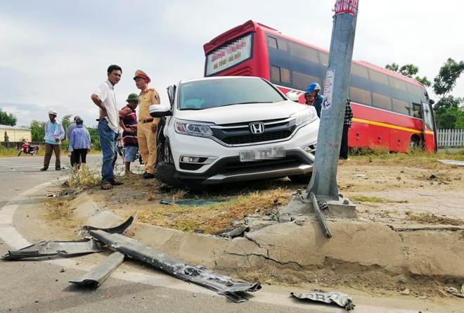 Tin tức tai nạn giao thông mới nhất hôm nay 23/7/2019: Taxi tông xe máy, hai cô cháu tử vong thương tâm - Ảnh 3