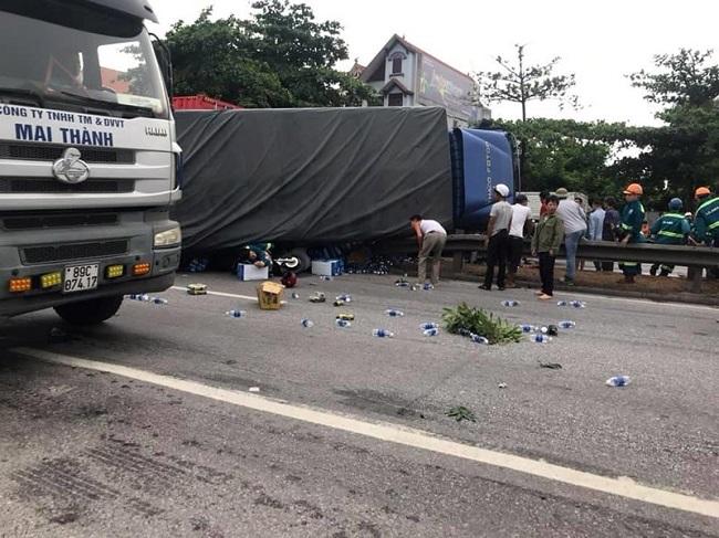 Tin tức tai nạn giao thông mới nhất hôm nay 24/7/2019: Xe tải tông vào đoàn người, 5 người tử vong - Ảnh 1