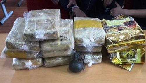 Nghệ An: Bị vây bắt, hai đối tượng vận chuyển 60.000 viên ma túy rút lựu đạn chống trả - Ảnh 2