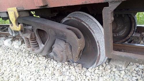 Tin tức tai nạn giao thông mới nhất hôm nay 26/7/2019: Tàu chở hàng bị trật bánh khỏi đường ray - Ảnh 1