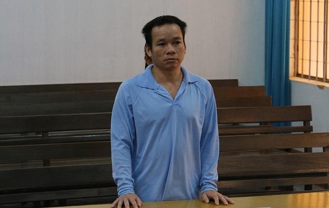 Đắk Lắk: Tuyên phạt hơn 17 năm tù gã cha dượng đồi bại 9 lần hiếp dâm con gái riêng của vợ - Ảnh 1