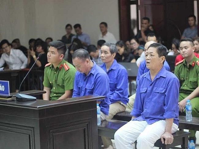 Xét xử vụ bảo kê tại chợ Long Biên: Nhiều luật sư băn khoăn trách nhiệm của Ban quản lý chợ - Ảnh 1