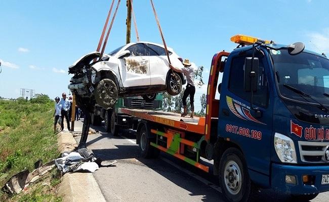 Quảng Trị: Xe hoa gặp nạn trên đường, cả cô dâu và chú rể nhập viện cấp cứu - Ảnh 2