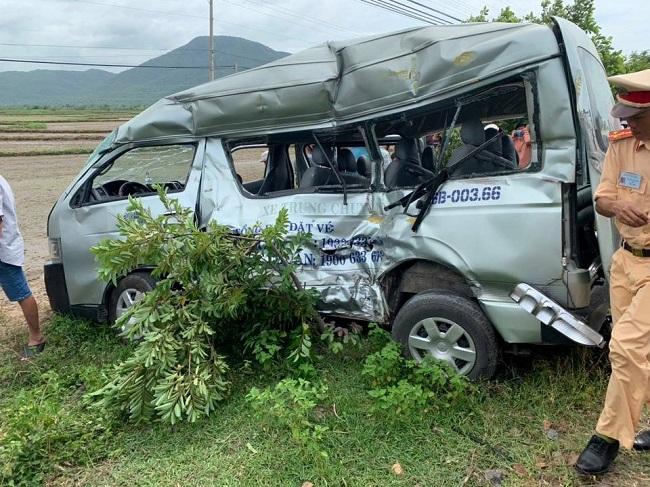 Bình Thuận: Tàu hỏa đâm xe ô tô, 3 người tử vong tại chỗ - Ảnh 1