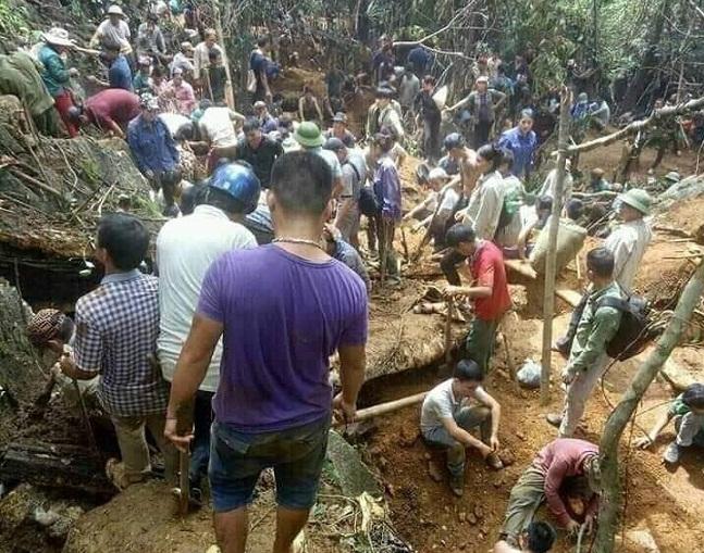 Yên Bái: Hàng nghìn người dân đổ lên núi tìm kiếm viên đá trị giá 5 tỷ đồng - Ảnh 1
