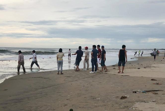 Đà Nẵng: Tìm thấy thi thể nam sinh lớp 11 bị đuối nước khi đang tắm biển - Ảnh 1