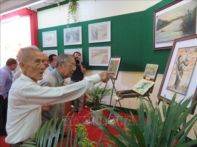 Triển lãm ảnh '50 năm thực hiện Di chúc của Chủ tịch Hồ Chí Minh' - Ảnh 1