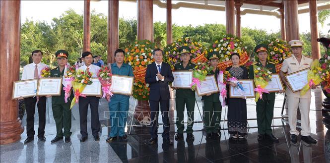 Triển lãm ảnh '50 năm thực hiện Di chúc của Chủ tịch Hồ Chí Minh' - Ảnh 2