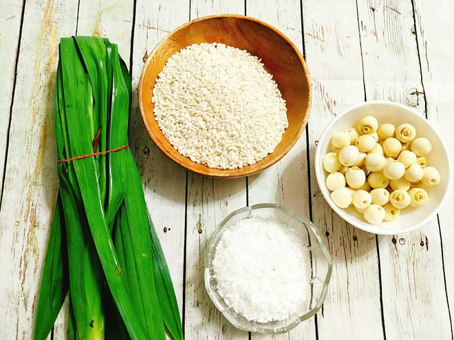 Cách làm xôi lá dứa hạt sen thơm ngon đón thu về - Ảnh 1