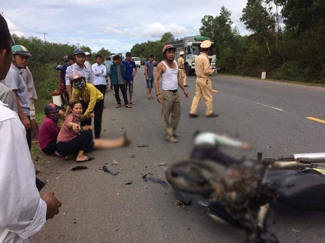 Tin tức tai nạn giao thông mới nhất hôm nay 25/8/2019: Hai xe máy đối đầu, 2 người thương vong - Ảnh 1