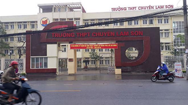 Thanh Hóa: Kỷ luật hiệu trưởng, kiểm điểm 3 hiệu phó Trường THPT chuyên Lam Sơn - Ảnh 1