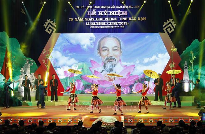 Thủ tướng Nguyễn Xuân Phúc dự Lễ kỷ niệm 70 năm Ngày giải phóng tỉnh Bắc Kạn - Ảnh 2