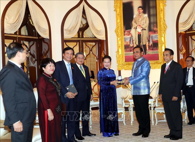 Chủ tịch Quốc hội Nguyễn Thị Kim Ngân hội kiến Thủ tướng Thái Lan - Ảnh 3