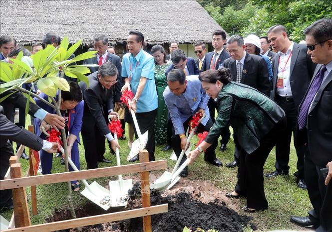 Chủ tịch Quốc hội thăm khu Di tích Chủ tịch Hồ Chí Minh tại tỉnh Udon Thani và gặp gỡ kiều bào - Ảnh 3