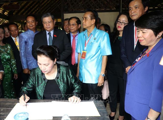 Chủ tịch Quốc hội thăm khu Di tích Chủ tịch Hồ Chí Minh tại tỉnh Udon Thani và gặp gỡ kiều bào - Ảnh 5