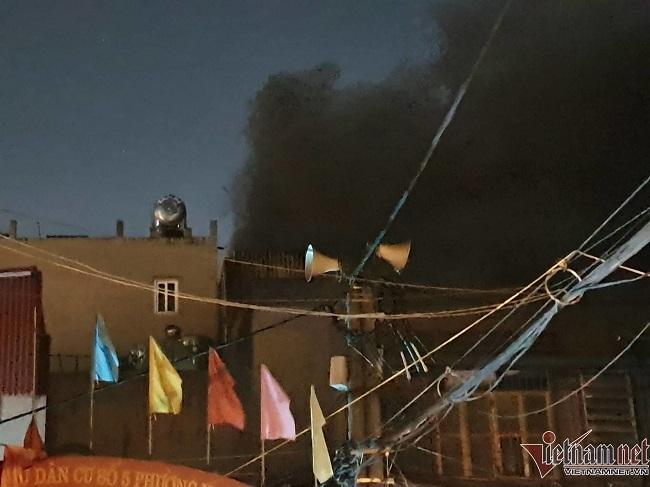 Hiện trường vụ cháy nhà kho công ty bóng đèn phích nước Rạng Đông - Ảnh 6