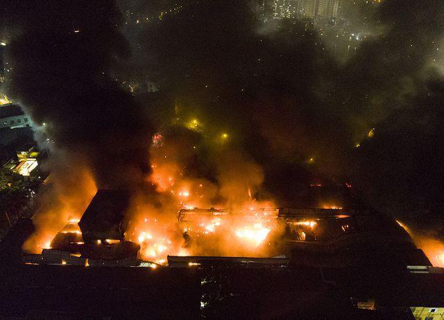 Vụ cháy công ty Rạng Đông: Huy động 200 cảnh sát, lực lượng 5 phường phối hợp chữa cháy - Ảnh 1