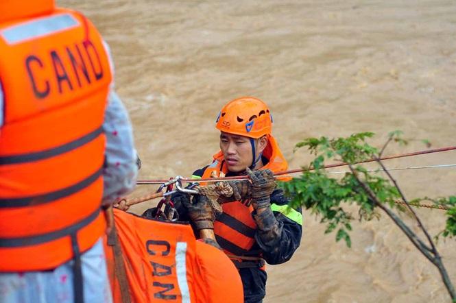 Lâm Đồng: Người dân đau đớn nhìn trại cá tầm trị giá 52 tỷ vỡ theo dòng nước - Ảnh 2