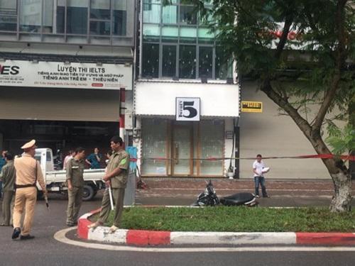 Hà Nội: Đổ cây trên đường Trần Đăng Ninh, một người tử vong - Ảnh 2