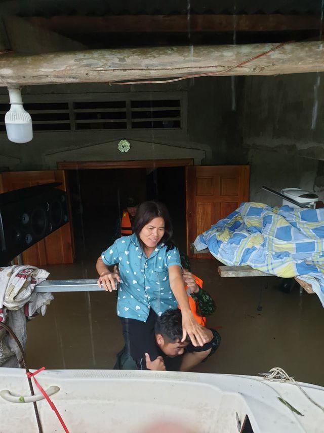 Phú Quốc: Đóng cửa sân bay, huy động 1.000 quân cứu dân trước trận lụt lịch sử - Ảnh 4