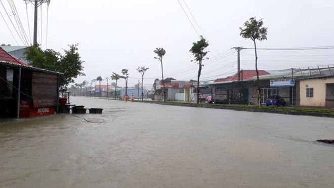Phú Quốc: Đóng cửa sân bay, huy động 1.000 quân cứu dân trước trận lụt lịch sử - Ảnh 3