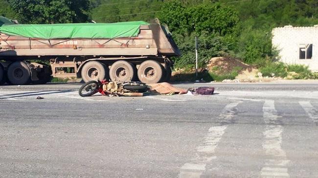 Tin tức tai nạn giao thông mới nhất hôm nay 10/8/2019: Thiếu tá CSGT bị xe vi phạm tông nhập viện - Ảnh 3