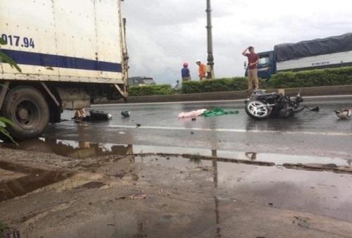 Tin tức tai nạn giao thông mới nhất hôm nay 2/9/2019: Ô tô lao xuống kênh, hai người thoát chết trong gang tấc - Ảnh 4