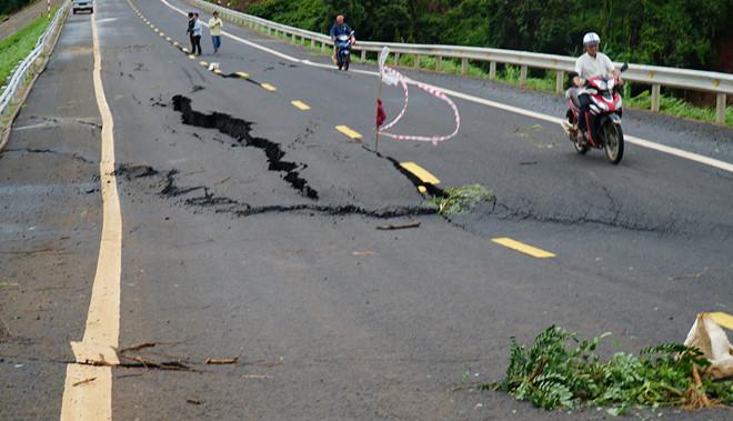 Vụ đường 250 tỷ sụt lún nghiêm trọng: Bộ Giao thông vận tải yêu cầu khẩn trương kiểm tra - Ảnh 2