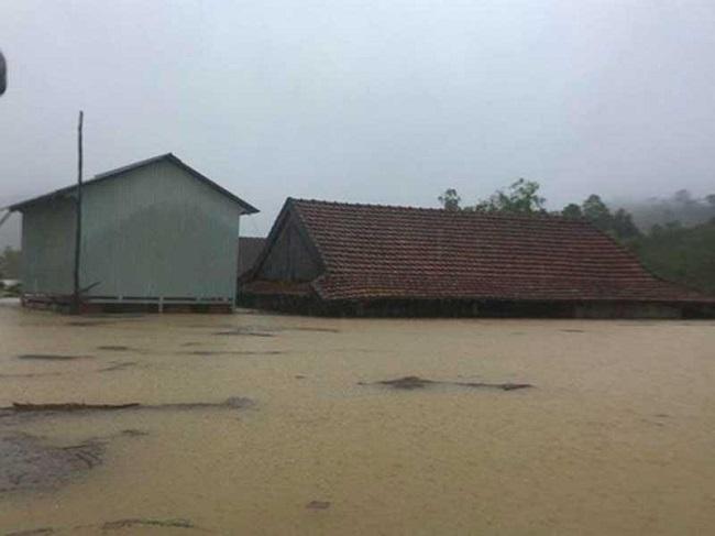 Mưa lũ gây thiệt hại lớn cho các tỉnh miền núi, 10 người thương vong - Ảnh 2