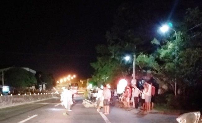 Nghệ An: Hai xe máy tông trực diện, 3 người nguy kịch - Ảnh 1