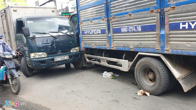 Mất phanh xe, ô tô tải gây tai nạn liên hoàn khiến 2 người thương vong - Ảnh 1