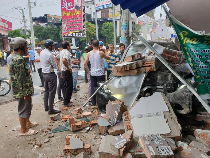 Tin tức tai nạn giao thông mới nhất hôm nay 14/9/2019: Người dân phá cửa cứu sống 26 người gặp nạn - Ảnh 2