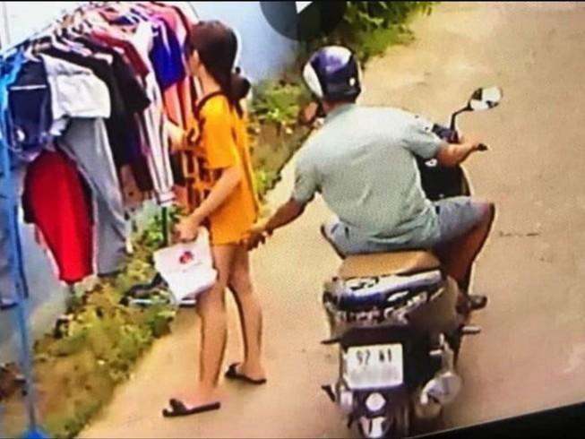 Vụ cô gái phơi đồ bị sàm sỡ ở TP.HCM: Phạt thanh niên đi xe máy 200 nghìn đồng - Ảnh 1