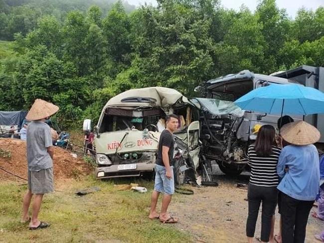 Tin tức tai nạn giao thông mới nhất hôm nay 20/9/2019: Xe khách đấu đầu xe tải, 6 người bị thương - Ảnh 1