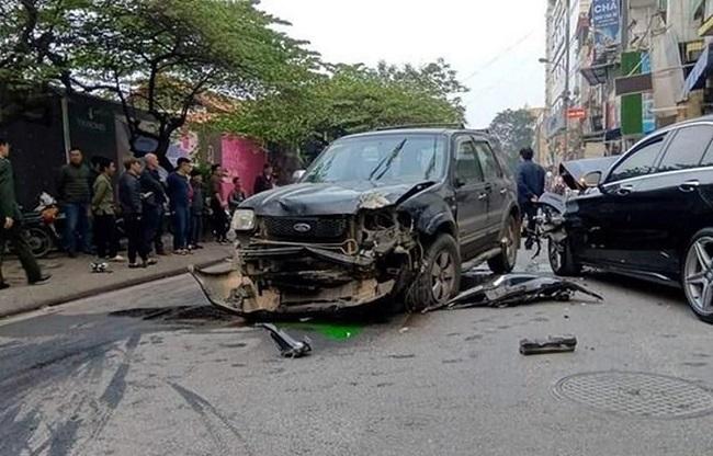 Tin tức tai nạn giao thông mới nhất hôm nay 2/9/2019: Xe tải tông đổ hàng loạt cột điện ở Bình Dương - Ảnh 3