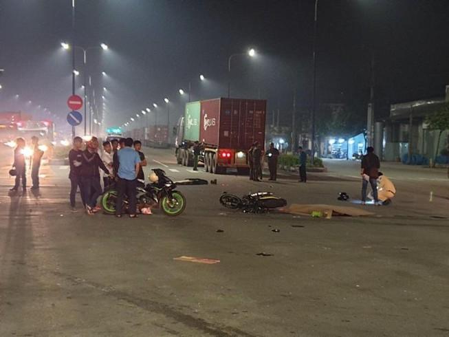 Bình Dương: Gặp tai nạn lúc rạng sáng, đôi vợ chồng tử vong dưới bánh xe container - Ảnh 1