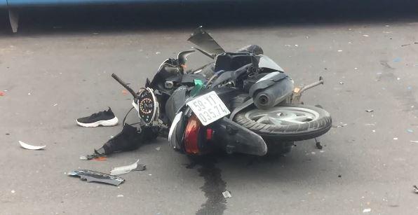 """Tin tức tai nạn giao thông mới nhất hôm nay 22/9/2019: Sau tiếng hô """"cướp"""", cô gái lao vào xe buýt bị thương - Ảnh 1"""