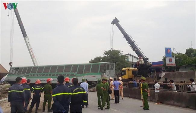 Vụ lật tàu hỏa ở Nghệ An: Vị trí xảy ra tai nạn đã được cắm biển cảnh báo - Ảnh 2