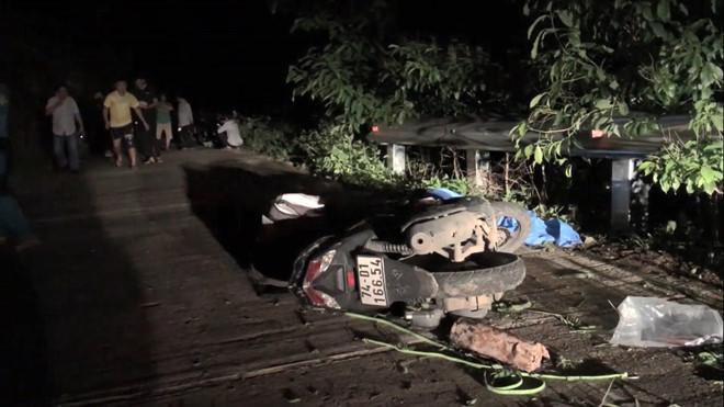 Tin tức tai nạn giao thông mới nhất hôm nay 30/9/2019: Ô tô 'điên' tông hàng loạt xe dừng đèn đỏ - Ảnh 2
