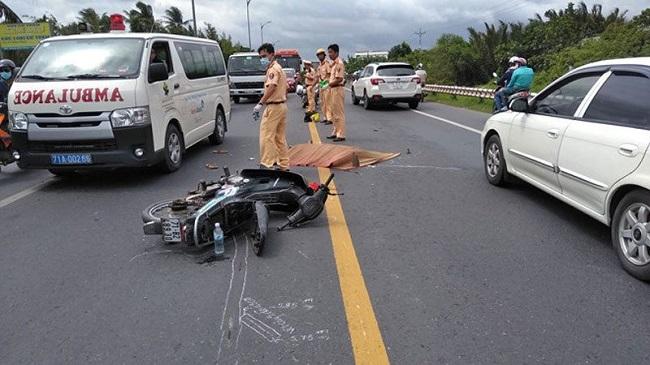 Tin tức tai nạn giao thông mới nhất hôm nay 4/9/2019: Ô tô 4 chỗ bị tàu SE9 tông văng xuống ruộng - Ảnh 3