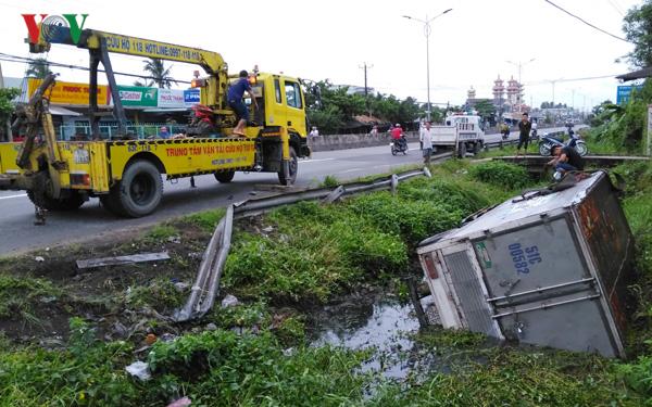 Tin tức tai nạn giao thông mới nhất hôm nay 4/9/2019: Ô tô 4 chỗ bị tàu SE9 tông văng xuống ruộng - Ảnh 4