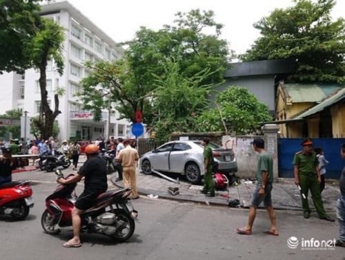 Thừa Thiên - Huế: Người phụ nữ đi ô tô nghi đạp nhầm chân ga tông 3 người bị thương - Ảnh 2