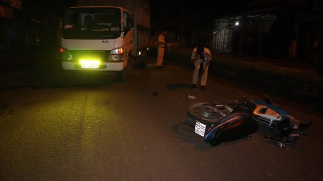 Tin tức tai nạn giao thông mới nhất hôm nay 9/9/2019: Xe cứu hộ tông xe tải, tài xế trọng thương - Ảnh 4